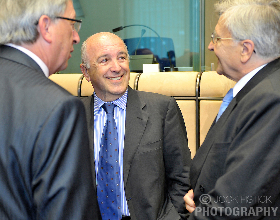 Joaquin Almunia, The EU's commissioner for economic and monetary affairs, center, speaks with Jean-Claude Juncker, Luxembourg's prime minister, left, and Jean-Claude Trichet, president of the European Central Bank, during Eurogroup, the meeting of finance ministers for the Euro zone countries, in Brussels, Belgium, on Wednesday, September 2, 2009. (Photo © Jock Fistick)
