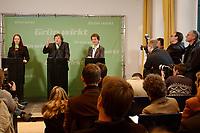 09 DEC 2002, BERLIN/GERMANY:<br /> Sigrid Wolff (L), Pressesprecherin, Reinhard Buetikofer (M), B90/Gruene Bundesvorsitzender, Angelika Beer (R), B90/Gruene, Bundesvorsitzende, und Journalisten, waehrend einer Pressekonferenz zur vorangegangenen Sitzung des Bundesvorstandes, B90/Gruene Bundesgeschaeftsstelle<br /> IMAGE: 20021209-01-012<br /> KEYWORDS: Reinhard Bütikofer, Journalist