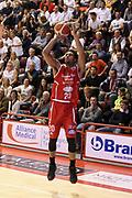 DESCRIZIONE : Campionato 2015/16 Giorgio Tesi Group Pistoia - Sidigas Avellino<br /> GIOCATORE : Blackshear Wayne<br /> CATEGORIA : Tiro Tre Punti<br /> SQUADRA : Giorgio Tesi Group Pistoia<br /> EVENTO : LegaBasket Serie A Beko 2015/2016<br /> GARA : Giorgio Tesi Group Pistoia - Sidigas Avellino<br /> DATA : 25/10/2015<br /> SPORT : Pallacanestro <br /> AUTORE : Agenzia Ciamillo-Castoria/S.D'Errico<br /> Galleria : LegaBasket Serie A Beko 2015/2016<br /> Fotonotizia : Campionato 2015/16 Giorgio Tesi Group Pistoia - Sidigas Avellino<br /> Predefinita :