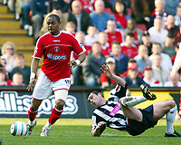 Fotball<br /> Premier League 2004/05<br /> Charlton v West Bromwich<br /> 19. mars 2005<br /> Foto: Digitalsport<br /> NORWAY ONLY<br /> Shaun Bartlett of Charlton gets away from the sprawling Paul Robinson of West Brom
