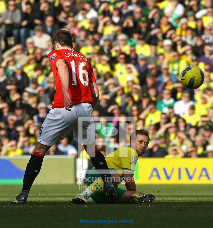 Picture by Paul Chesterton/Focus Images Ltd.  07904 640267.26/02/12.David Fox of Norwich and Michael Carrick of Man Utd in action during the Barclays Premier League match at Carrow Road Stadium, Norwich.