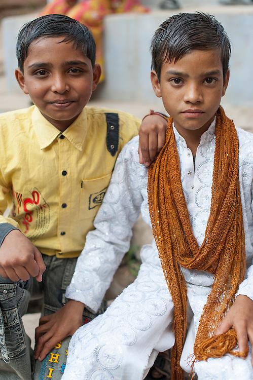 Two Indian friends in Bundi (India)