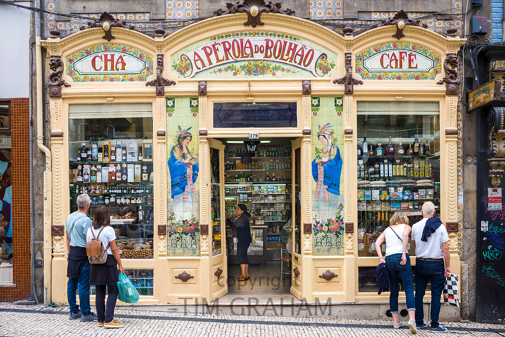 Quaint traditional Eperola do Bolhao cafe, and delicatessen shop in Porto, Portugal