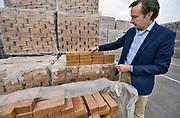 Nederland, Rossum, 16-7-2019Bij steenfabriek Rodruza liggen de stenen klaar voor het Joodse monument in Amsterdam.Directeur Ivo Würzner laat ze zien. De steen met de inscriptie heeft een gefingeerde naam.Foto: Flip Franssen