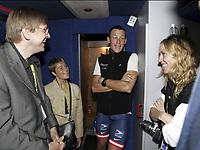 Sykkel<br /> Tour de France 2004<br /> 2. etappe<br /> 05.07.2004<br /> Foto: PhotoNews/Digitalsport<br /> NORWAY ONLY<br /> <br /> CHARLEROI - NAMUR<br /> <br /> GUY VERHOFSTADT - LANCE ARMSTRONG - SHERYL CROW