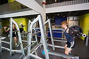 In Amsterdam traint Iris Slappendel op de VU. In september wil het Human Power Team Delft en Amsterdam, dat bestaat uit studenten van de TU Delft en de VU Amsterdam, tijdens de World Human Powered Speed Challenge in Nevada een poging doen het wereldrecord snelfietsen voor vrouwen te verbreken met de VeloX 7, een gestroomlijnde ligfiets. Het record is met 121,44 km/h sinds 2009 in handen van de Francaise Barbara Buatois. De Canadees Todd Reichert is de snelste man met 144,17 km/h sinds 2016.<br /> <br /> With the VeloX 7, a special recumbent bike, the Human Power Team Delft and Amsterdam, consisting of students of the TU Delft and the VU Amsterdam, also wants to set a new woman's world record cycling in September at the World Human Powered Speed Challenge in Nevada. The current speed record is 121,44 km/h, set in 2009 by Barbara Buatois. The fastest man is Todd Reichert with 144,17 km/h.