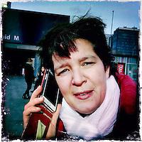 Nederland, Amsterdam , 6 februari 2014.<br /> GSM loze vrijdag.<br /> Uiteraard is een GSM een erg handig medium, maar kunnen we nog zonder? Onze GSM heeft onze dagelijkse leefwereld overgenomen. Het wordt tijd dat we eens stilstaan bij die constante bereikbaarheid en die dure toestellen met nog duurdere gesprekskosten een dagje naast ons neerleggen<br /> Op de foto: Denise Nebbeling<br /> Foto gemaakt met Iphone5. fotoprogramma: Hipstamatic: Lens John S. Film Kodot XGrizzled.<br /> Foto:Jean-Pierre Jans