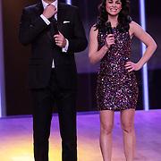 NLD/Hilversum/20120916 - 4de live uitzending AVRO Strictly Come Dancing 2012, presentatoren Reinout Oerlamans en Kim Lian van der Meij