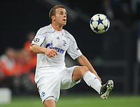 Fotball<br /> Tyskland<br /> 20.10.2010<br /> Foto: Witters/Digitalsport<br /> NORWAY ONLY<br /> <br /> Lukas Schmitz (Schalke)<br /> <br /> Champions League, Gruppenphase, FC Schalke 04 - Hapoel Tel Aviv 3:1