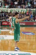 DESCRIZIONE : Treviso Lega A1 2005-06 Play Off Quarti Finale Gara 5 Benetton Treviso Armani Jeans Olimpia Milano <br /> GIOCATORE : Zisis <br /> SQUADRA : Benetton Treviso <br /> EVENTO : Campionato Lega A1 2005-2006 Play Off Quarti Finale Gara 5 <br /> GARA : Benetton Treviso Armani Jeans Olimpia Milano <br /> DATA : 27/05/2006 <br /> CATEGORIA : Esultanza <br /> SPORT : Pallacanestro <br /> AUTORE : Agenzia Ciamillo-Castoria/E.Pozzo