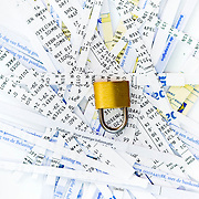Nederland Rotterdam 10-08-2009 20090810 Foto: David Rozing ..Serie wet bescherming persoonsgegevens, digitale gegevens, gevoelige informatie, privacywetgeving, informatie.  Holland, The Netherlands, dutch, Pays Bas, Europe, persoonlijke gegevens, snippers, versnipperd, versnipperde gevoelige informatie, bankgegegevens, shredder, versnipperaar, financiele gegevens, betalingsgegevens, economische, economie, administratie, valuable, valuables, financiele, financien, recessie, recession, locking, lock, control,  kosten, credietcrisis, kredietcrisis, economische,financieen,betalingsverkeer,economie,economische,financiele verplichtingen, gemachtigde, slot, hangslot, vertrouwelijk, vertrouwelijke. ..Foto: David Rozing