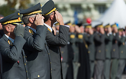 26.10.2015, Heldenplatz, Wien, AUT, Nationalfeiertag und Angelobung der neuen Rekruten. im Bild Offiziere des österreichischen Bundesheeres // officers of the austrian armed forces during Austrian National Day at Heldenplatz in Vienna, Austria on 2015/10/26 EXPA Pictures © 2015, PhotoCredit: EXPA/ Michael Gruber