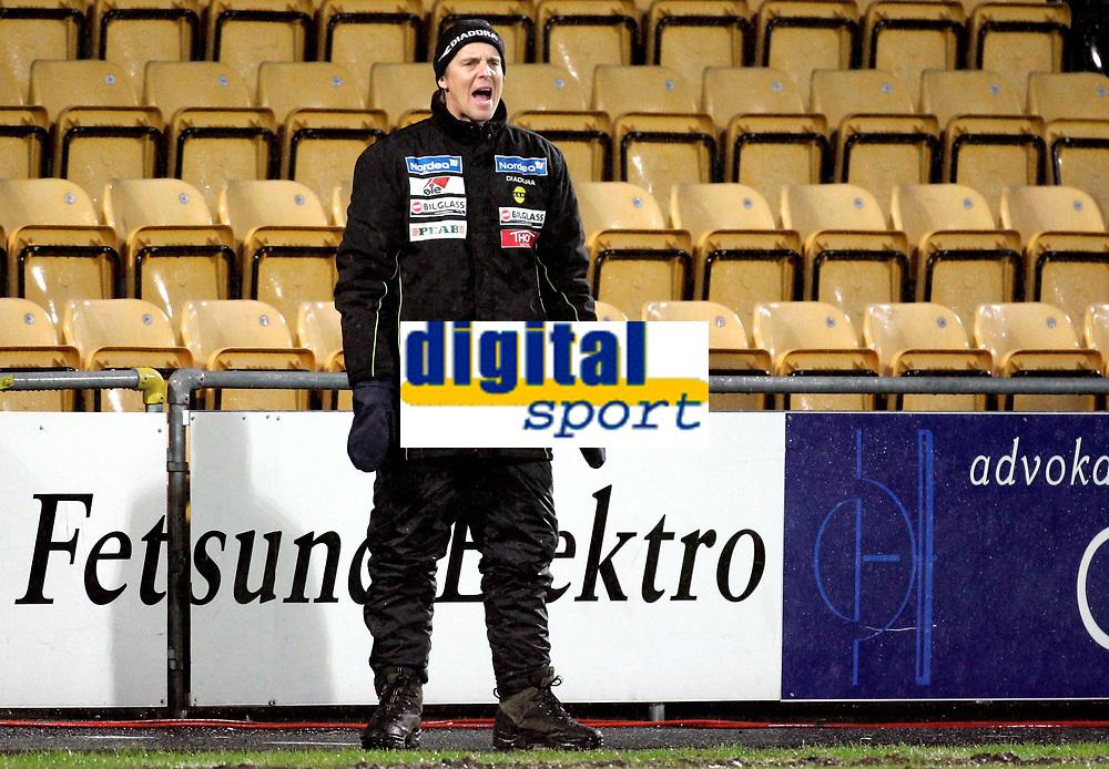 "Fotball<br /> Royal League<br /> Åråsen Stadion 07.12.06<br /> Foto: Kasper Wikestad<br /> <br /> Lillestrøm LSK - Brøndby<br /> <br /> LSK s trener / manager Jan Åge Fjørtoft i "" parkdress "" - roper ut sine instruksjoner"