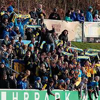 Jervssupportere feirer seireren etter kvalik kampen til Eliteserien med Jerv-Kongsvinger 2-1 på Levermyr stadion i Grimstad.