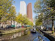 Gracht tussen de Zwarteweg en de Boomsluiterskade in Den Haag. Op de achtergrond een ministerie, woonflat en kantoren - Canal in The Hague, Netherlands. On the background a ministry, apartments and office building