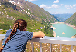 THEMENBILD - ein Kind blickt auf den Wasserfallboden Stausee, aufgenommen am 15. Juni 2017, Kaprun, Österreich // a child looks to the Wasserfallboden Reservoir on 2017/06/15, Kaprun, Austria. EXPA Pictures © 2017, PhotoCredit: EXPA/ Stefanie Oberhauser