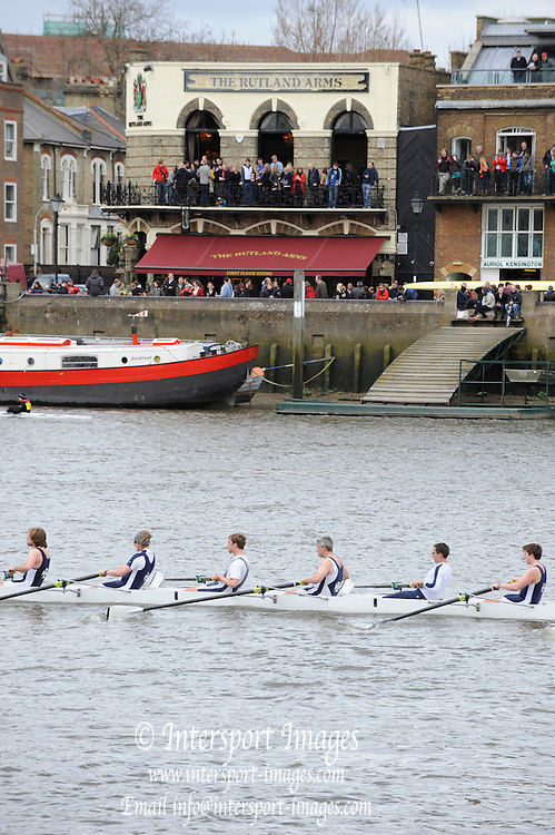 Hammersmith, GREAT BRITAIN,  General Views of spectators, watcing the racing from Hammersmith Bridge area.  2010 Head of the River Race.  Campionship Course, River Thames,  [Reversed] Chiswick to Putney.  Saturday  27/03/2010  [Mandatory Credit, Peter Spurrier/Intersport-images]