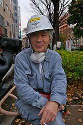 Operário descansa após jornada de trabalho. FOTO:Jefferson Bernardes/Preview.com
