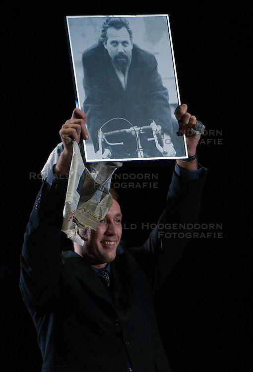 30-12-2002 BASKETBAL: HBW FINALE RICOH ASTRONAUTS - RACING BASKET ANTWERPEN: HAARLEM<br /> Onno Oosterhof, Voorzitter HBW<br /> ©2002-WWW.FOTOHOOGENDOORN.NL