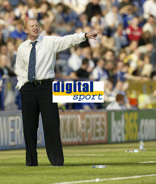 Photo: Aidan Ellis.<br /> Leicester City v Queens Park Rangers. Coca Cola Championship. 15/09/2007.<br /> Leicester's manager Gary Megson encourages his team