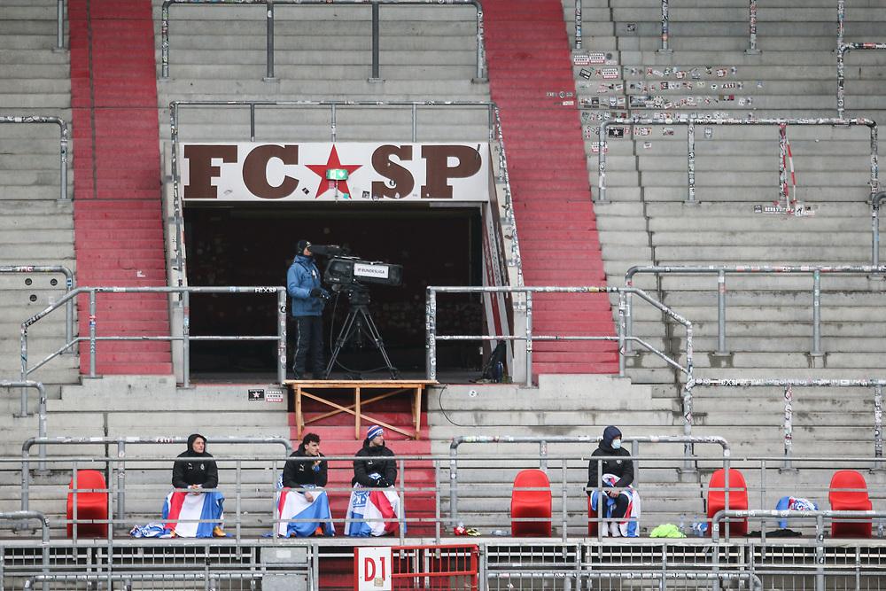 Fussball: 2. Bundesliga, FC St. Pauli - Holstein Kiel, Hamburg, 09.01.2021<br /> TV-Kamera<br /> © Torsten Helmke