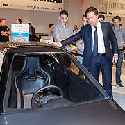 NLD/Amsterdam/20150416 - Opening AutoRai 2015, Premier Mark Rutte bezoekt de autostand van Innovation lab van de TU Eindhoven