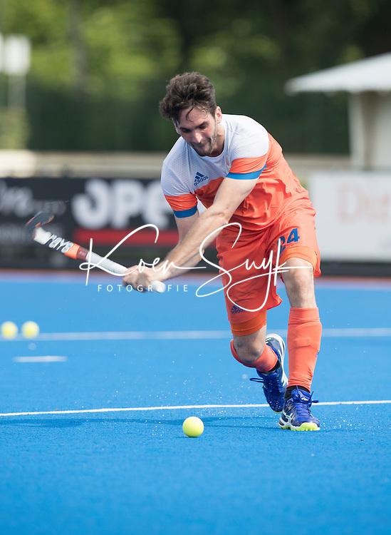 ARNHEM - Primeur. Aanvoerder / captain ROBBERT VAN DER HORST . Het Nederlands Mannen hockeyteam traint in Arnhem in het Olympische Adidas tenue, dat tijdens de Olympische Spelen zal worden gedragen.   COPYRIGHT KOEN SUYK