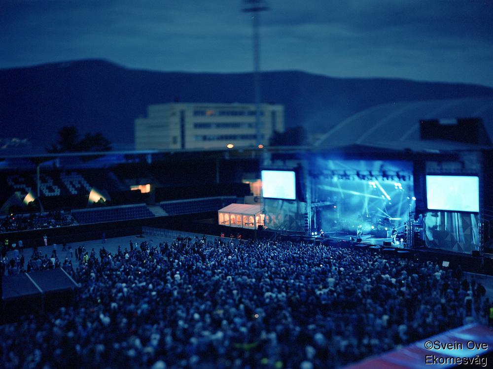 """Jugendfest 2012.<br /> Bilder fra Jugendfest 2012 i Ålesund fotografert med storformatskamera og Kodak Portra 4x5"""" film. Her er det Kent som står på scenen.<br /> Foto: Svein Ove Ekornesvåg"""