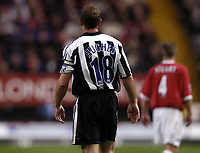 Fotball<br /> Premier League 2004/05<br /> Charlton v Newcastle<br /> 17. oktober 2004<br /> Foto: Digitalsport<br /> NORWAY ONLY<br /> shearer wears captains armband and wrong shirt after injury
