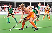 """BOOM - Kiki Collot d""""Escury tijdens de eerste poule wedstrijd van Oranje tijdens het Europees Kampioenschap hockey   tussen de vrouwen Nederland en Ierland (6-0). ANP KOEN SUYK"""