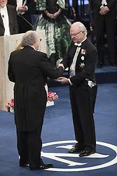 Nobelpreisverleihung 2016 in der Konzerthalle in Stockholm / 101216 ***Kˆnig Carl XVI Gustaf, F. Duncan M. Haldane, The Nobel Prize in Physics 2016 <br />  ***The annual Nobel Prize Award Ceremony at The Concert Hall in Stockholm, December 10th, 2016***