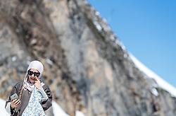 THEMENBILD - ein weiblicher Arabischer Tourist mit einer Burka gekleidet. Jedes Jahr besuchen mehrere Tausend Gäste aus dem arabischen Raum die Urlaubsregion im Salzburger Pinzgau, aufgenommen am 08. August 2016 in Kaprun, Österreich // a female Arab Tourist dressed with a burqa. Every year thousands of guests from Arab countries takes their holiday in Zell am See - Kaprun Region, Kaprun, Austria on 2016/08/08. EXPA Pictures © 2016, PhotoCredit: EXPA/ JFK