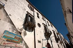 Peschici, Aprile 2013.Villa Castello a picco sul mare di Peschici.Vista del piccolo porto, i vicoli e il Castello.