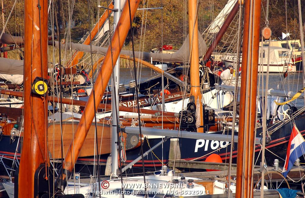 Sloepenrace Muiden - Pampus - Muiden, masten, touwen, boten
