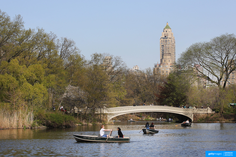 People rowing on the lake during a warm spring day in Central Park, Manhattan, New York, USA. Photo Tim Clayton