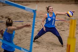 08-01-2017 NED: NK Beachvolleybal Indoor, Aalsmeer<br /> Laura Bloem #1/ Marloes Wesselink #2