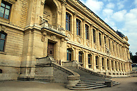 The Jardin des Plantes is one of seven departments of the Museum National d'Histoire Naturelle.  Three hectares are devoted to horticultural displays of decorative plants.  Founded in 1626 it was originally a medicinal herb garden. and known as the Jardin du Roi. In 1640 it opened to the public.
