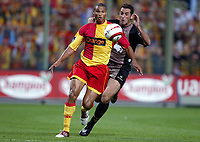 Fotball<br /> Frankrike 2004/05<br /> Lens v Ajaccio<br /> 2. oktober 2004<br /> Foto: Digitalsport<br /> NORWAY ONLY<br /> DANIEL COUSIN (LENS) / RODRIGO (AJA)