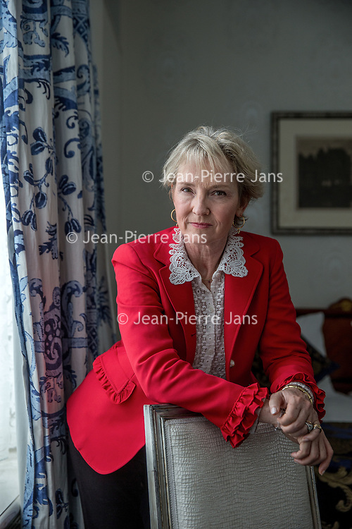 Nederland, Amsterdam, 1 november 2017.<br /> <br /> Julia Samuel (1959) is als psychotherapeut gespecialiseerd in rouw en verlies. Ze begeleidt individuen en gezinnen, zowel vanuit haar eigen praktijk als in een ziekenhuis in Londen. In 1994 richtte zij Child Bereavement UK op. Rouwwerk is haar eerste boek. (Bron: Uitgeverij Balans)<br /> Foto: Jean-Pierre Jans<br /> <br /> The Netherlands, Amsterdam, 1 november 2017 <br /> Julia Samuel is a psychotherapist specialising in grief and worked as a bereavement counsellor in the NHS paediatrics department of St Mary's Hospital, Paddington, where she pioneered the role of maternity and paediatric psychotherapist. In 1994 she worked to help launch and establish Child Bereavement UK (founded as the Child Bereavement Trust), and as Founder Patron, continues to play an active role in the charity.<br /> Julia's first book: Grief Works: Stories of Life, Death and Surviving, was published in 2017. (Source:Wikipedia)<br /> <br /> Photo: Jean-Pierre Jans