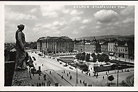 Zagreb : Starčevićev trg. <br /> <br /> ImpresumZagreb : Foto-Material od t. t. Griesbach i Knaus [19--].<br /> Materijalni opis1 razglednica : tisak ; 9 x 14 cm.<br /> NakladnikFotoveletrgovina Griesbach i Knaus (Zagreb)<br /> Mjesto izdavanjaZagreb<br /> Vrstavizualna građa • razglednice<br /> ZbirkaGrafička zbirka NSK • Zbirka razglednica<br /> Formatimage/jpeg<br /> PredmetZagreb –– Trg Ante Starčevića<br /> Hotel Esplanade (Zagreb)<br /> SignaturaRZG-STAR-12<br /> Obuhvat(vremenski)20. stoljeće<br /> NapomenaRazglednica nije putovala. • Na poleđini razglednice iznad razdjelne linije otisnut je monogram GLZ, vjerojatno Ljudevit Griesbach kao autor fotografije po kojoj nastaje razglednica.<br /> PravaJavno dobro<br /> Identifikatori000953318<br /> NBN.HRNBN: urn:nbn:hr:238:113032 <br /> <br /> Izvor: Digitalne zbirke Nacionalne i sveučilišne knjižnice u Zagrebu