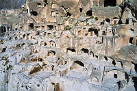 Géorgie, région de Samtskhé-Djavakhétie, Vardzia, ensemble monastique troglodytique du XIIe siècle, patrimoine mondial de l'UNESCO, vue aerienne // Georgia, Caucasus, Samtskhé-Djavakhétie, Vardzia, troglodyte monastic complex from 12th century, Unesco World Heritage, aerial view