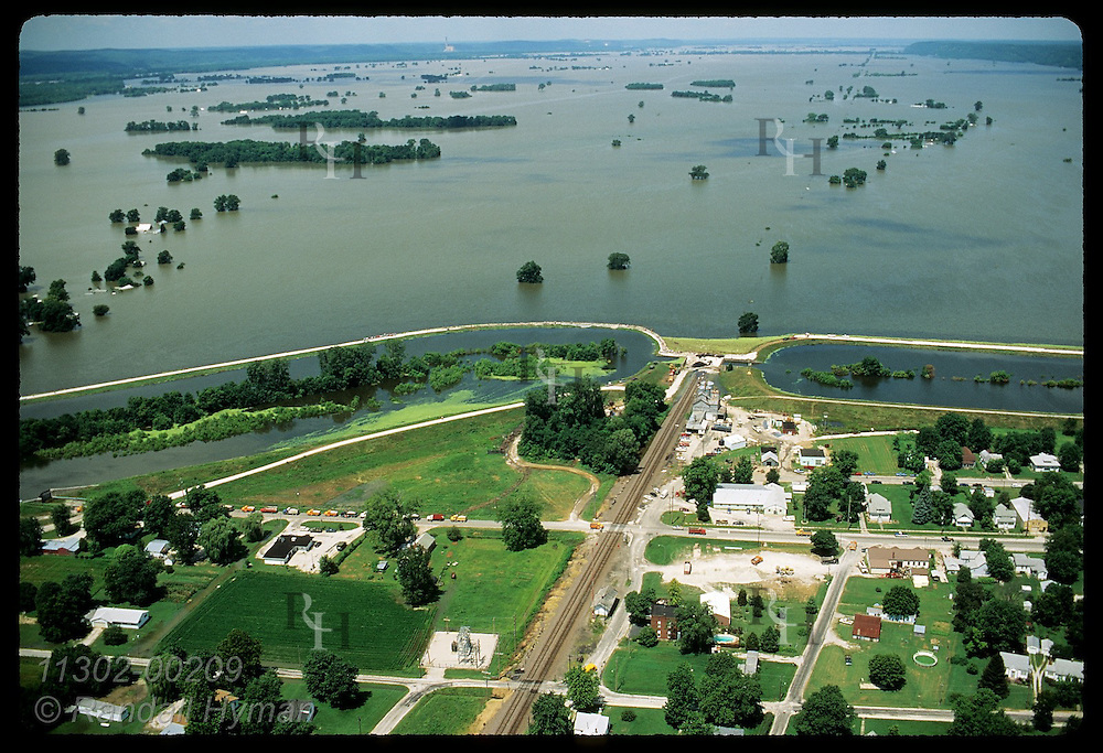 Aerial: IL's oldest town sits below 54-ft levee as record 1993 flood nears top;Prairie du Rochr Illinois