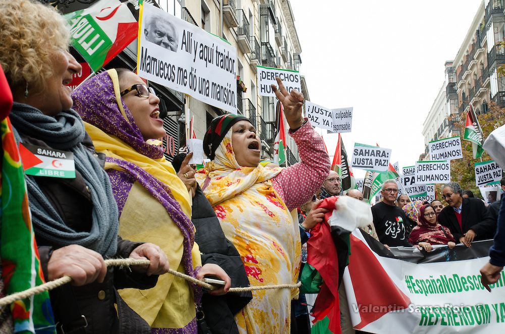 Madrid, Spain. 12th November, 2016. Women shouting and doing the victory sign with the hand during the demonstration for a free Sahara held in Madrid.