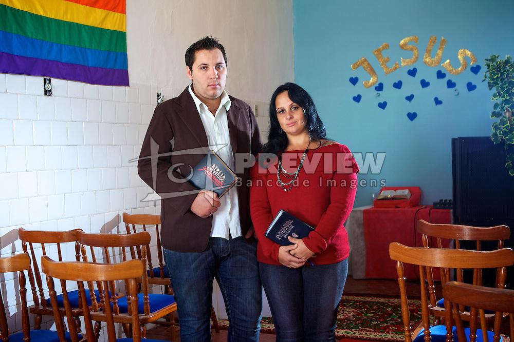 Os pastores Anderson Zambom e Vanessa Pereira que dirigem uma igreja evangélica inclusiva em Porto Alegre, onde aceitam homossexuais. FOTO: Jefferson Bernardes/Preview.com