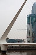 Buenos Aires, Argentina...Imagens da cidade de Buenos Aires, capital da Argentina. Puente de la Mujer - Puerto Madero - Rio de la Prata - Buenos Aires...The Puente de la Mujer (Spanish for Womans Bridge) is a footbridge in the Puerto Madero district of Buenos Aires...Foto: JOAO MARCOS ROSA / NITRO