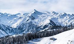 THEMENBILD - der Kitzsteinhorn Gletscher mit seinem Gipfel und dem Skigebiet der Kapruner Gletscherbahnen AG und winterlichen Landschaft, aufgenommen am 5. Feber 2018 in Zell am See - Kaprun, Österreich // the Kitzsteinhorn glacier with the summit and the Kaprun glacier ski lifts and winter landscape, Zell am See Kaprun, Austria on 2018/02/05. EXPA Pictures © 2018, PhotoCredit: EXPA/ JFK