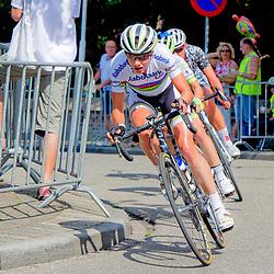 07-08-2014: Wielrennen: Profronde van Oostvorne: Oostvorne<br /> Ronde van Oostvoorne - ladies: Marianne Vos ontsnapt samen met Valentina Scandolare uit het peloton, waarna zij de eindspint overtuigend wint. Chantal Blaak verovert de derde podiumplek in de sproint met het peloton