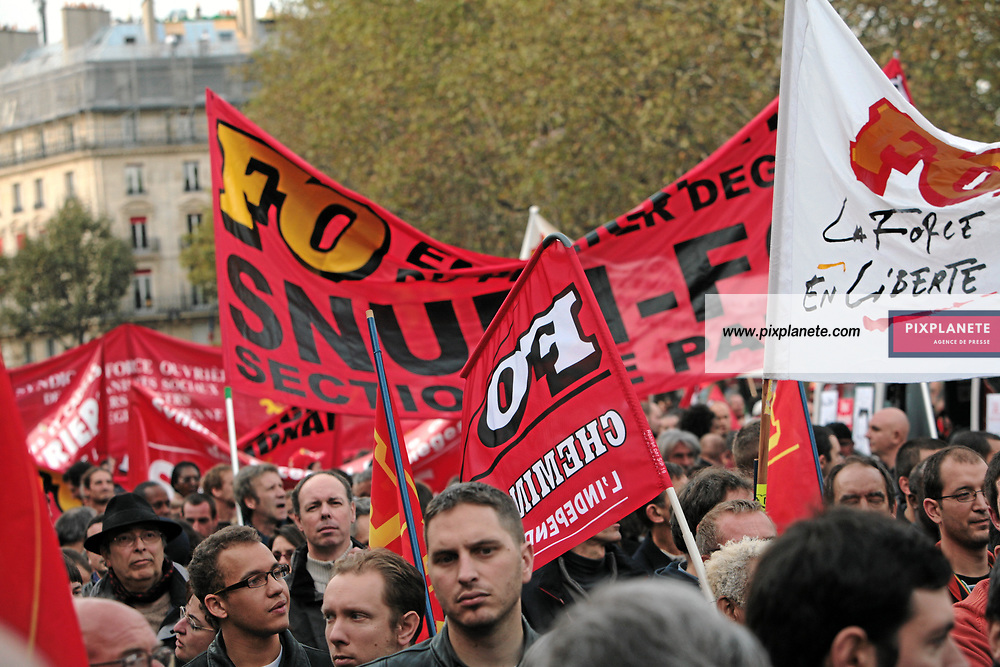 Manifestation à Paris à l'appel des syndicats contre le projet de réforme des régimes spéciaux - Paris, le 18/10/2007 - JSB / PixPlanete