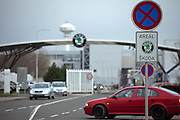 Haupteingang zu den Skoda Autowerken im Zentrum von Mlada Boleslav. Mlada Boleslav liegt noerdlich von Prag und ist ungefaehr 60 Kilometer von der tschechischen Haupstadt entfernt. Skoda Auto beschäftigt in Tschechien 23.976 Mitarbeiter (Stand 2006), den Grossteil davon in der Zentrale in Mlada Boleslav. Damit sind mehr als 3/4 aller Erwerbstätigen der Stadt in dem Automobilkonzern tätig.<br /> <br />                                       Main entrance to the Skoda car factory in Mlada Boleslav. The city is located north of Prague and about 60 km away from the Czech capital. Skoda Auto has about 23.976 employees (2006) in Czech Republic and a big part of them is working in Mlada Boleslav. 3/4 of the working population in Mlada Boleslav is working for the Skoda Auto company.