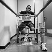 Libye, Benghazi le 11-09-11 The disabled Rehabilitation center of Benghazi. Avec plus de 2500 amputés depuis le début du conflit en février dernier, le workshop du centre de réahbilitation orthopédique de Benghazi ne désemplit pas. On y fabrique des prothèses de jambes pour les personnes ayant subi une amputation mais on y apprend aussi à gérer son handicap.